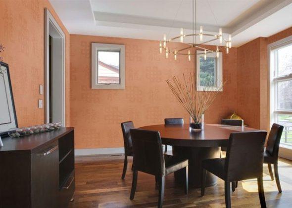 Оранжевые стеклообои в интерьере столовой