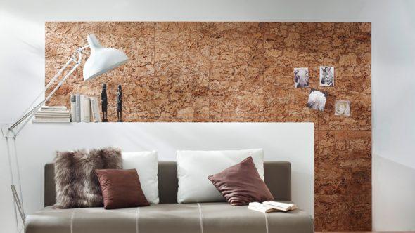 Пробковые стеновые панели в интерьере гостиной