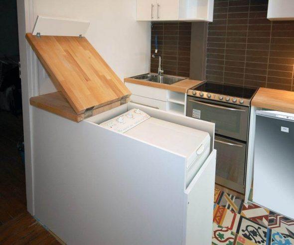 Размещение стиральной машины на кухне под барной стойкой
