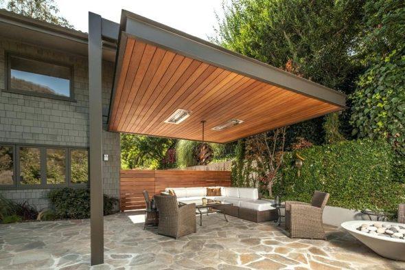 Патио с садовой мебелью