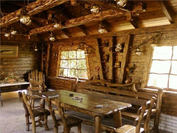 Интерьер столовой зоны в стиле рустик