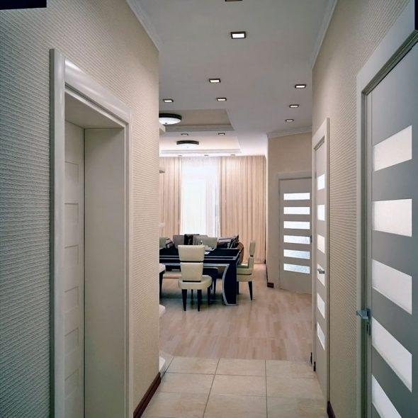 Светлые стеклообои в интерьере коридора