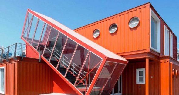 Многоуровневый дом из контейнеров