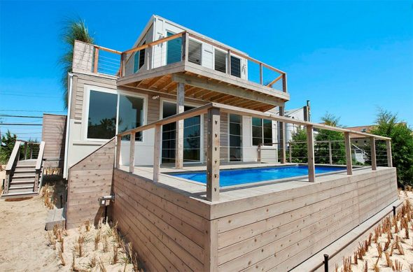 Дом из контейнера с бассейном