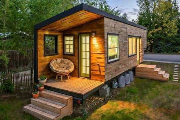 Небольшой дом из контейнера