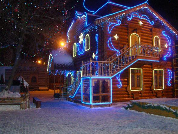 Новогодняя неоновая подсветка дома