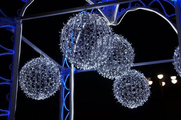 Светодиодные новогодние шары