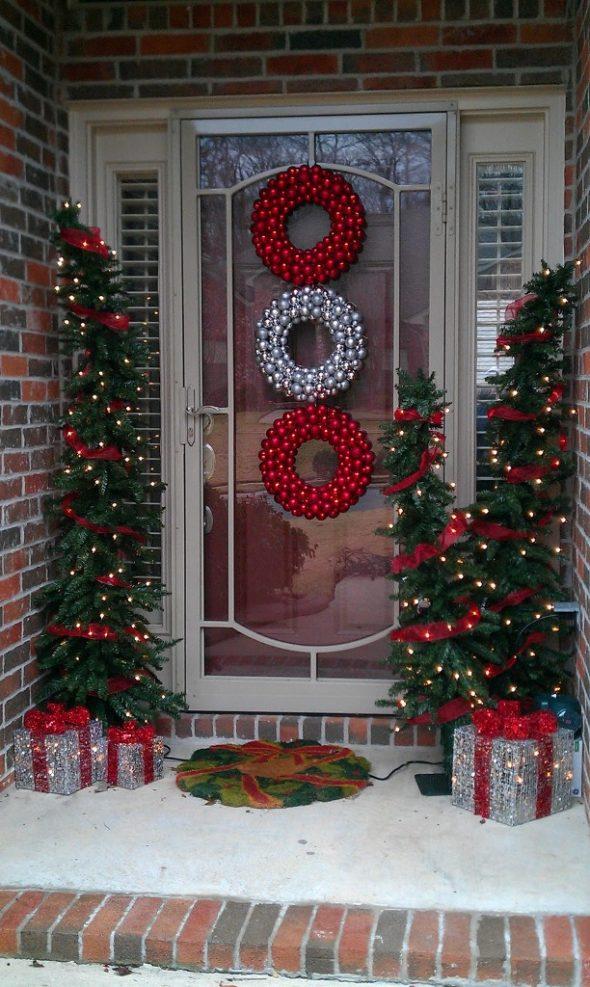 Украшение входной двери дома