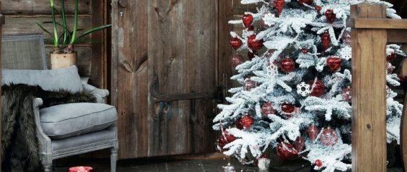 как украсить двор к Новому году