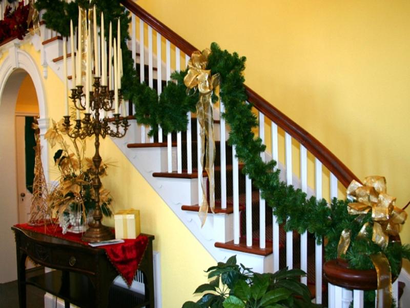 50+ великолепных новогодних идей по украшению лестниц