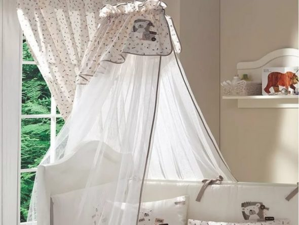 Пример балдахина на детсткую кроватку