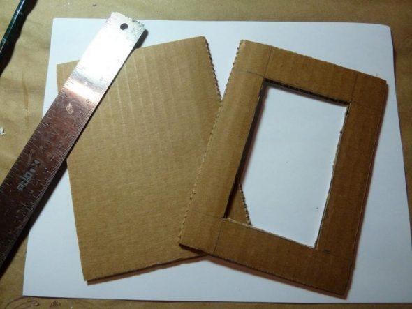 post_5c44c716490e5-590x443 Как сделать рамку для картины своими руками из плинтуса