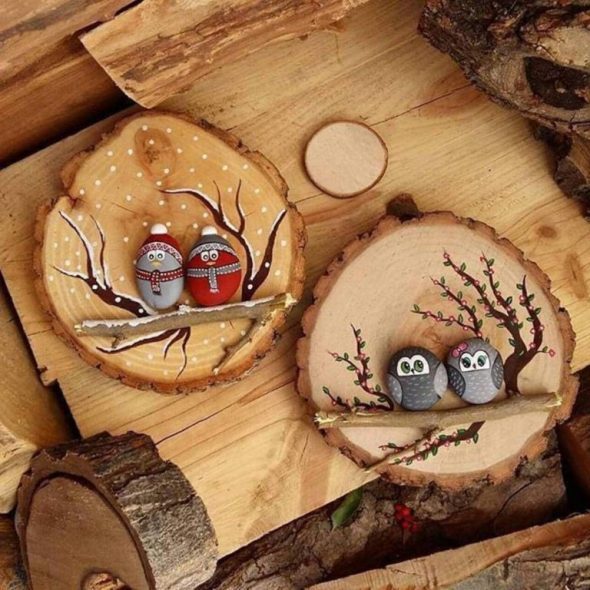 Панно из спилов дерева и гальки