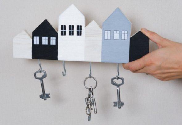 Ключница в виде силуэтов домов