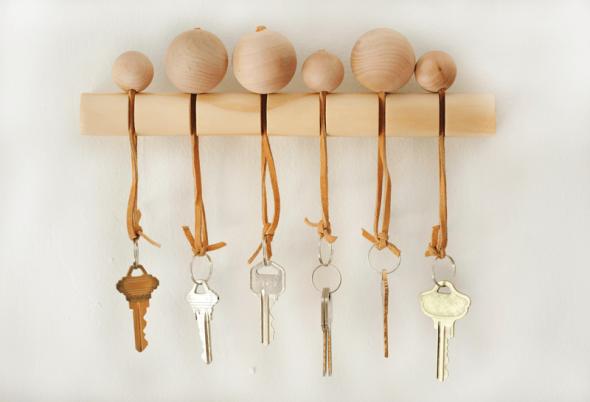 Оригинальная ключница с деревянными шариками
