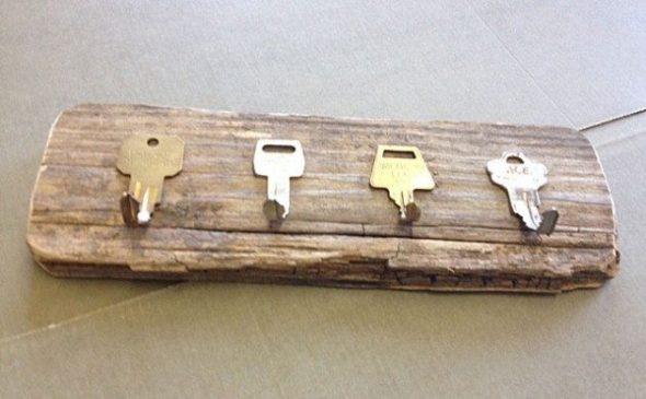 Ключница из старой доски