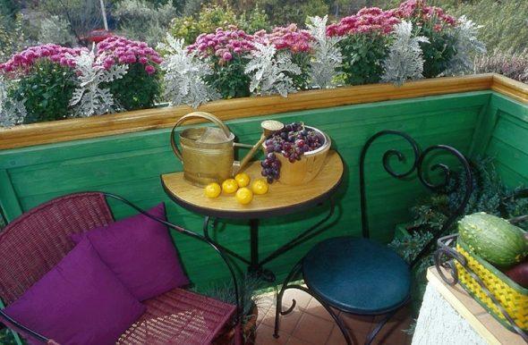 Маленький уголок для чаепития на балконе