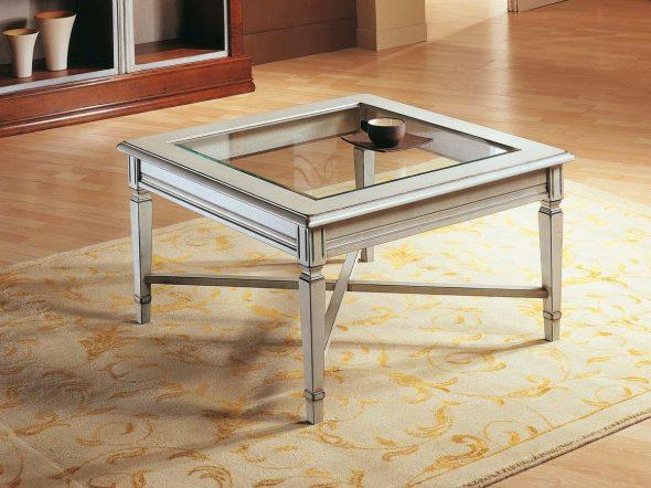Журнальный столик из стекла для интерьера в классическом стиле