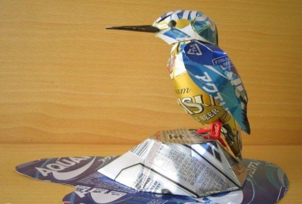Птица из жестяной банки