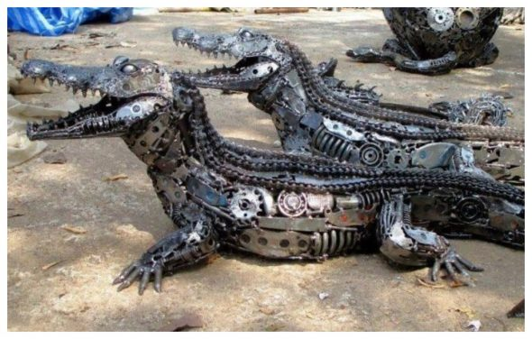 Крокодилы из металлолома