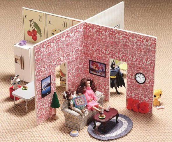 Кукольный домик из старых обоев