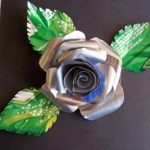 Роза из жестяной банки