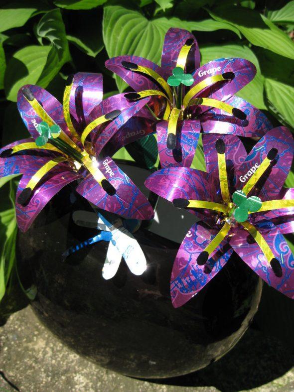Лилии из жестяной банки