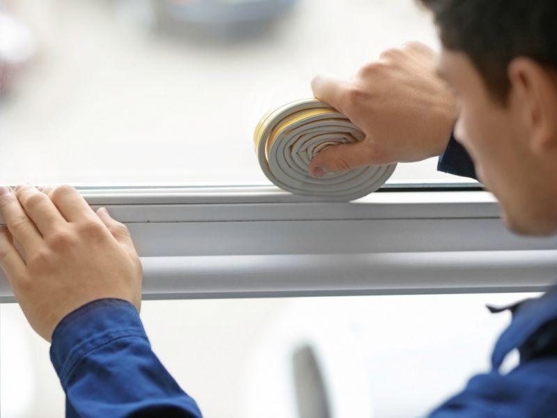 Как утеплить пластиковые окна, если они продувают