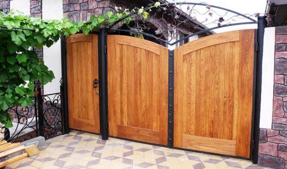 Деревянные глухие ворота