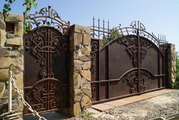 Металлические ворота с декором
