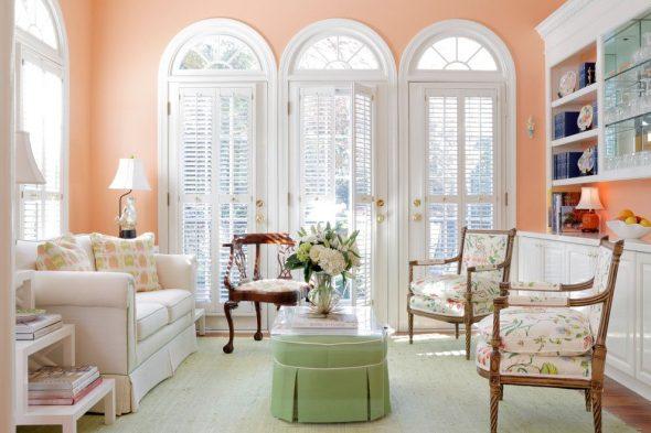 Уютная гостиная в персиковых цветах