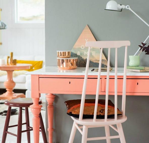 Персиковый стол в интерьере