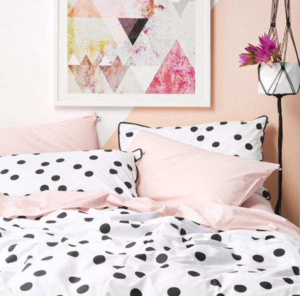 Персиковый цвет в оформлении спальни