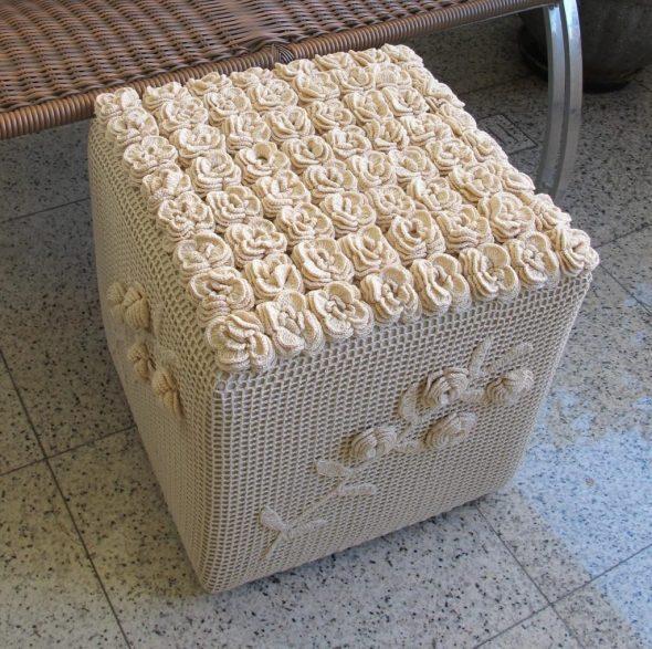 Ящик в вязанном чехле