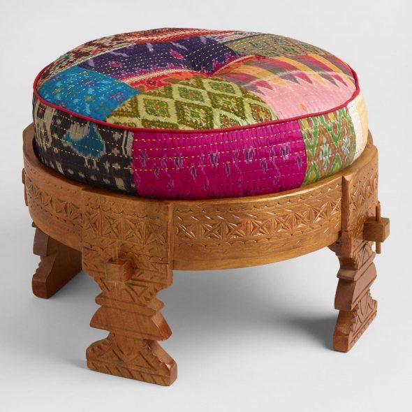 Деревянный табурет с текстильной подушкой