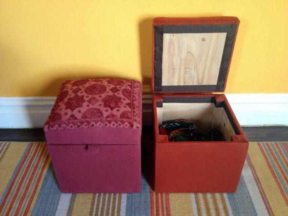 Хранение вещей в пуфе