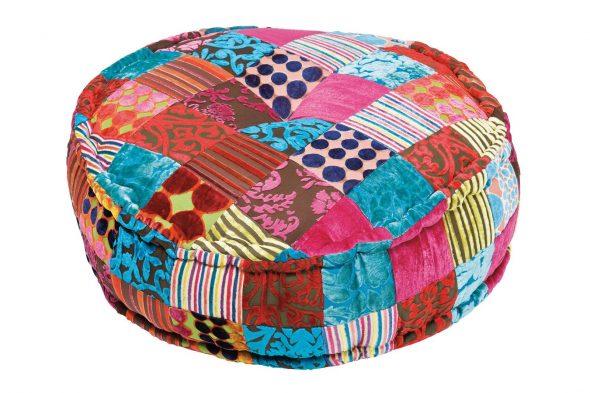 Пуфик из текстильных лоскутов