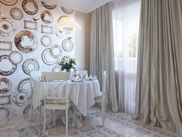 Обои с изображением тарелок на стене в кухне