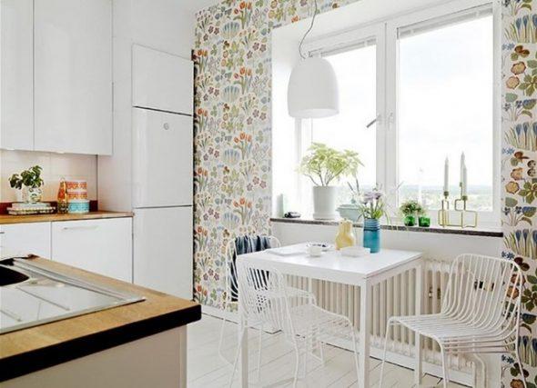 Обои с растительным орнаментом на кухне