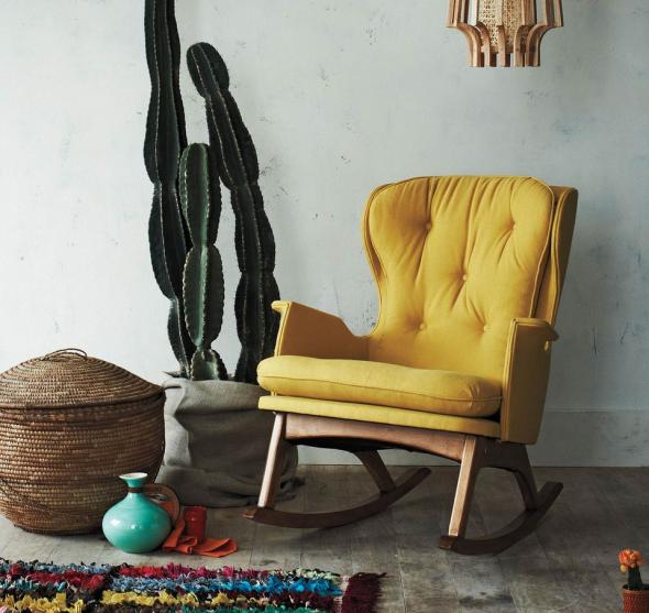 Цветной ковёр и большой кактус в интерьере