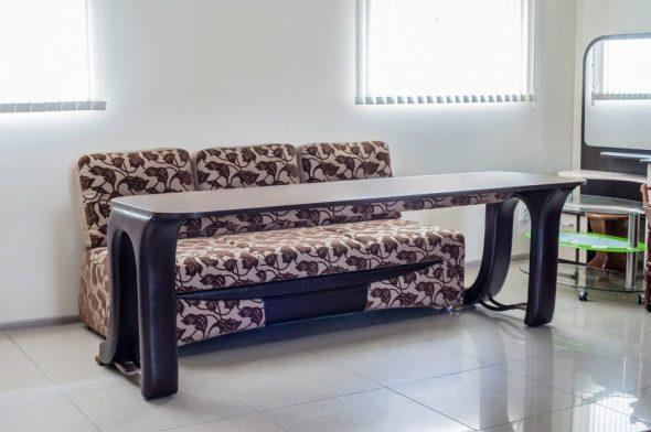 Диван-трансформер со столиком
