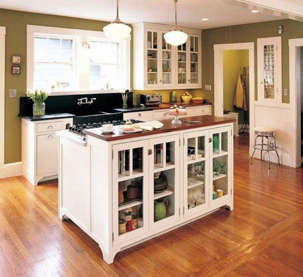 Кухня с оливковыми стенами и белым гарнитуром