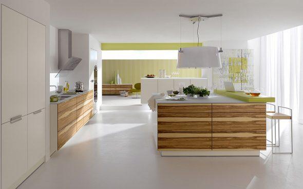 Светлая кухня с оливковыми акцентами