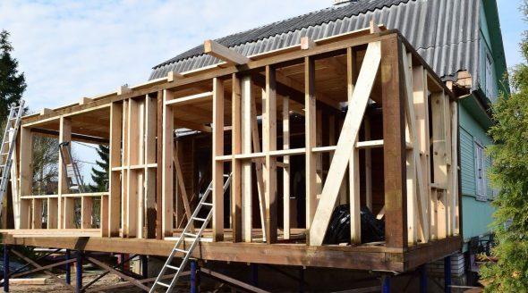 Новая пристройка к деревянному дому