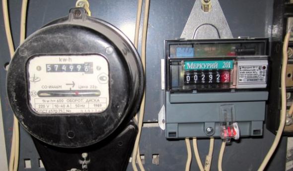 Старый и новый тип электросчётчика