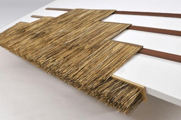 Изготовление крыши из искуственной соломы