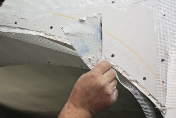 Армирование стыка гипсокартона стекловолоконной сеткой