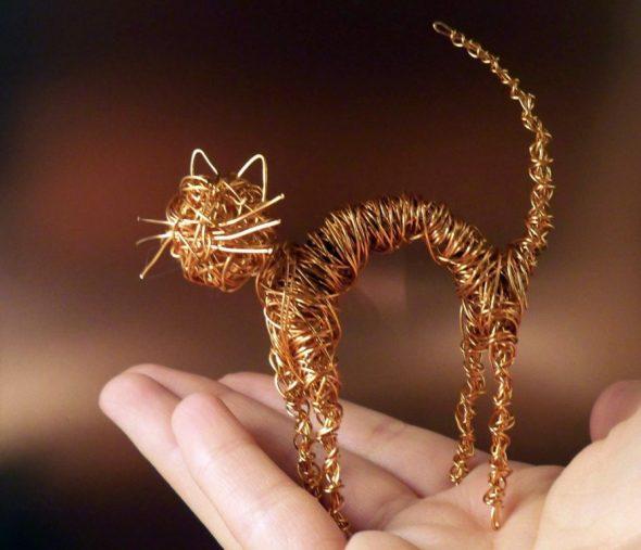 Кошка из медной проволоки