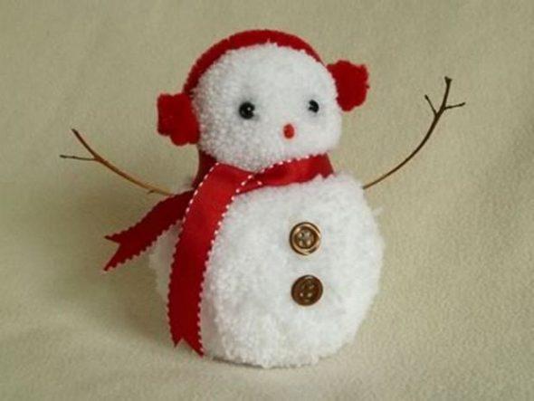 снеговик из помпонов