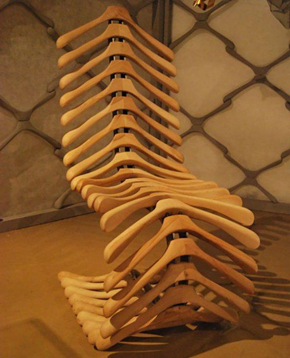 Кресло из плечиков для одежды